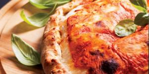 Tomate Birkenhof gefüllte Pizza